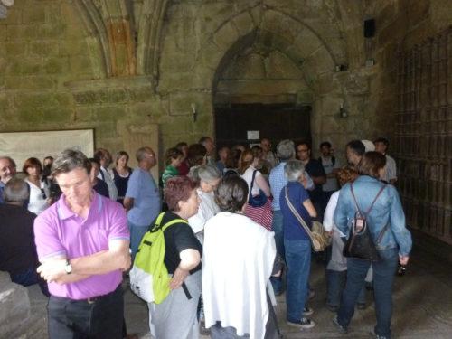 Baixo Miño. Atendendo o guía do claustro da catedral Tui.